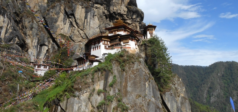 taktsang_with_prayerflags